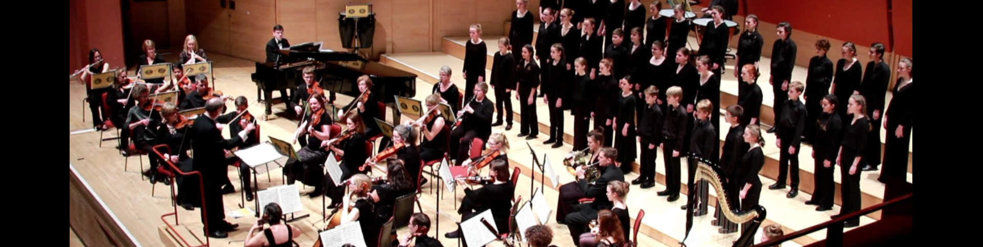 Farnham Youth Choir with the Basingstoke Symphony Orchestra. Picture (c) Jeremy Smith.